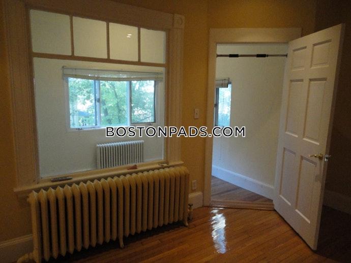 Boston - 5 Beds, 2.5 Baths