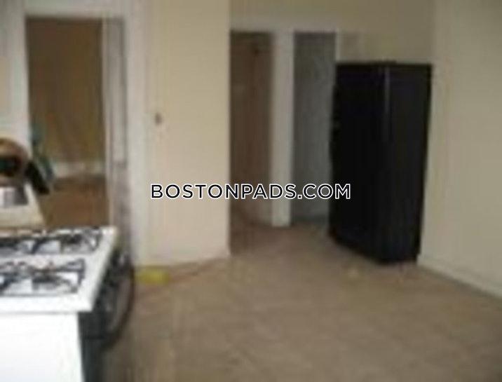BOSTON - ALLSTON/BRIGHTON BORDER, Saunders St.