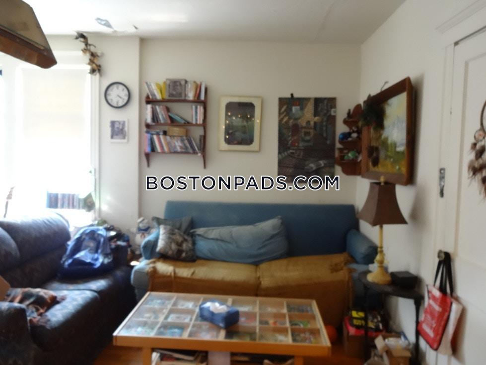 Commonwealth Ave. BOSTON - ALLSTON/BRIGHTON BORDER