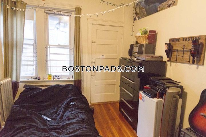Commonwealth Ave. BOSTON - ALLSTON/BRIGHTON BORDER picture 1