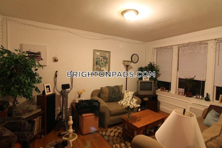 Commonwealth Ave. BOSTON - BRIGHTON - BOSTON COLLEGE picture 3
