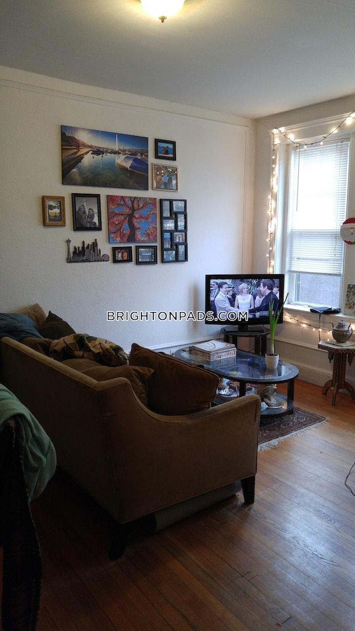 Commonwealth Ave. BOSTON - BRIGHTON - BOSTON COLLEGE picture 1