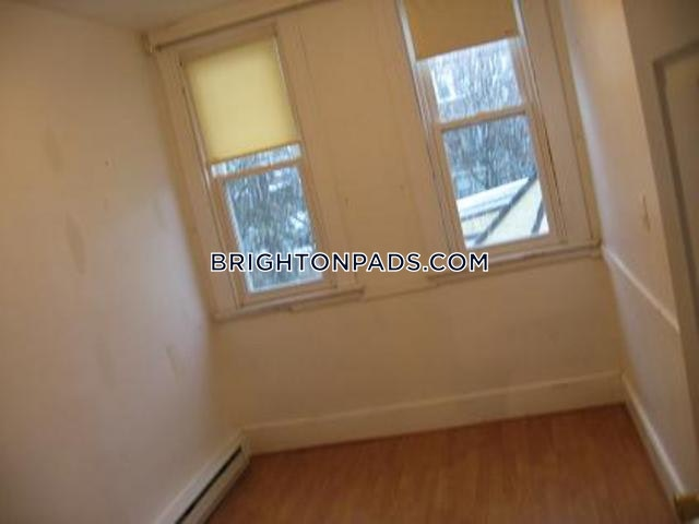 3-beds-15-baths-boston-brighton-cleveland-circle-2450-295341