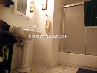 6-beds-25-baths-boston-brighton-oak-square-4600-460528