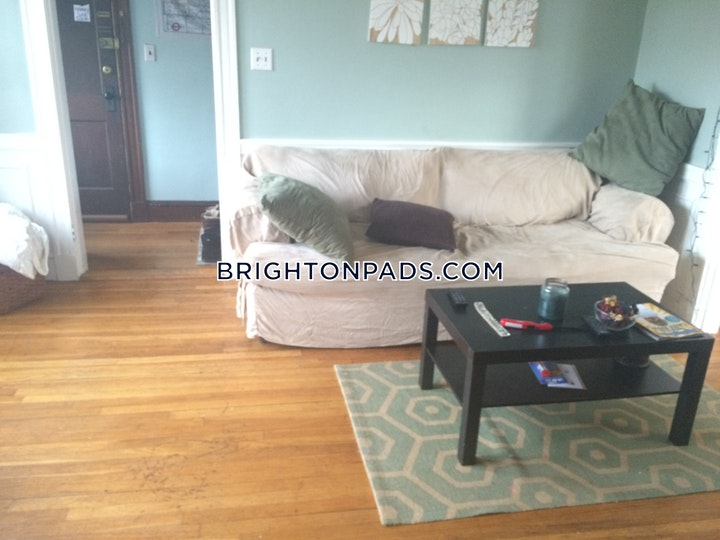 Beechcroft St. BOSTON - BRIGHTON - OAK SQUARE picture 3