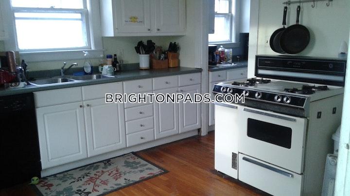 Beechcroft St. BOSTON - BRIGHTON - OAK SQUARE picture 4