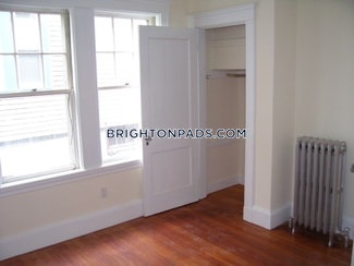 4-beds-2-baths-boston-brighton-oak-square-3600-458046