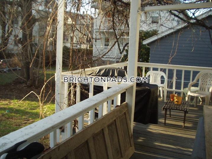 Beechcroft St. BOSTON - BRIGHTON - OAK SQUARE