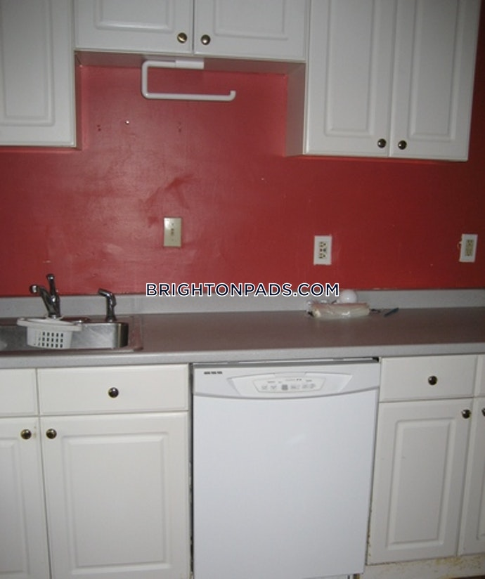 BOSTON - BRIGHTON- WASHINGTON ST./ ALLSTON ST. - 4 Beds, 2 Baths