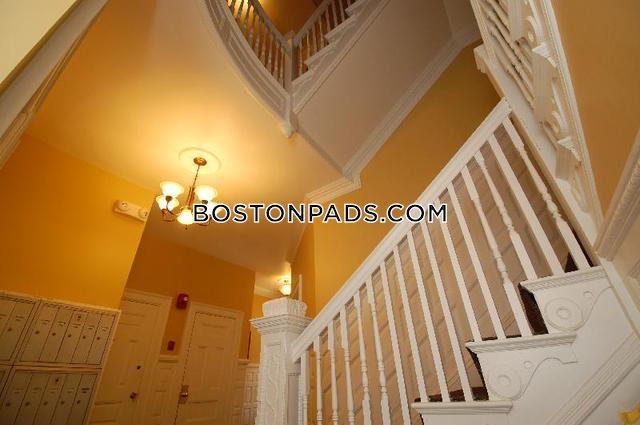 Beacon St. BOSTON - FENWAY/KENMORE