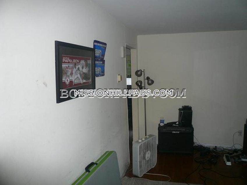 Boston - $3,075 /month