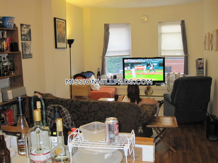 mission-hill-apartment-for-rent-3-bedrooms-1-bath-boston-2750-3747343