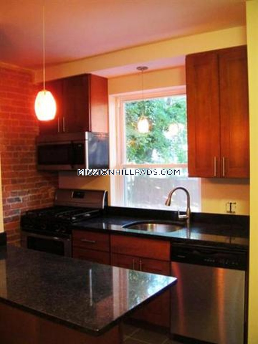 BOSTON - MISSION HILL - $3,400 /month
