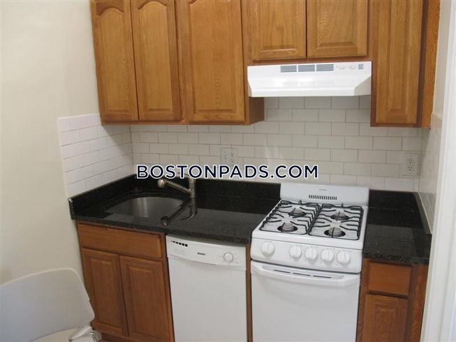 BOSTON - NORTHEASTERN/SYMPHONY - $3,300 /mo