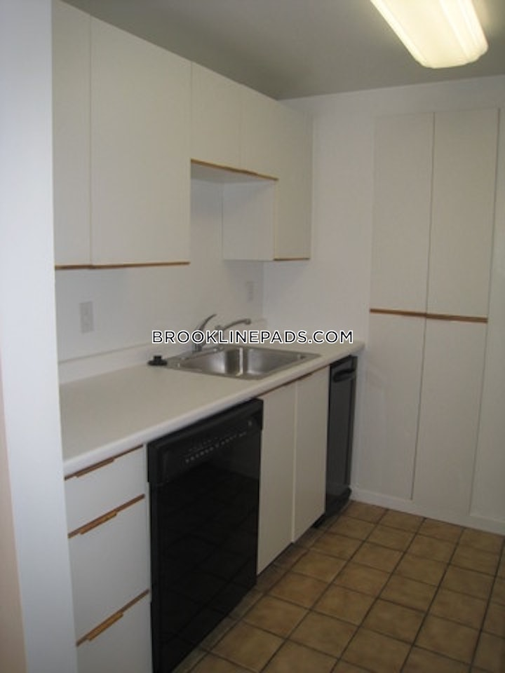 brookline-2-beds-3-baths-chestnut-hill-3150-447394