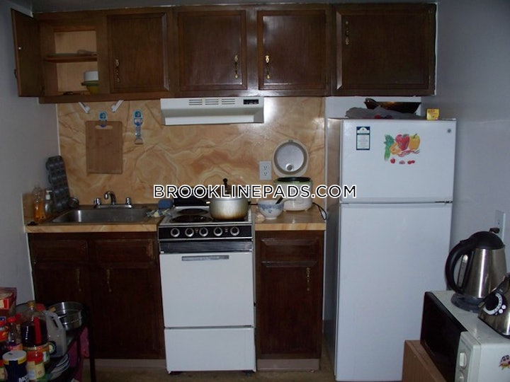 brookline-deal-alert-spacious-1-bed-1-bath-apartment-in-beacon-st-coolidge-corner-2150-596034