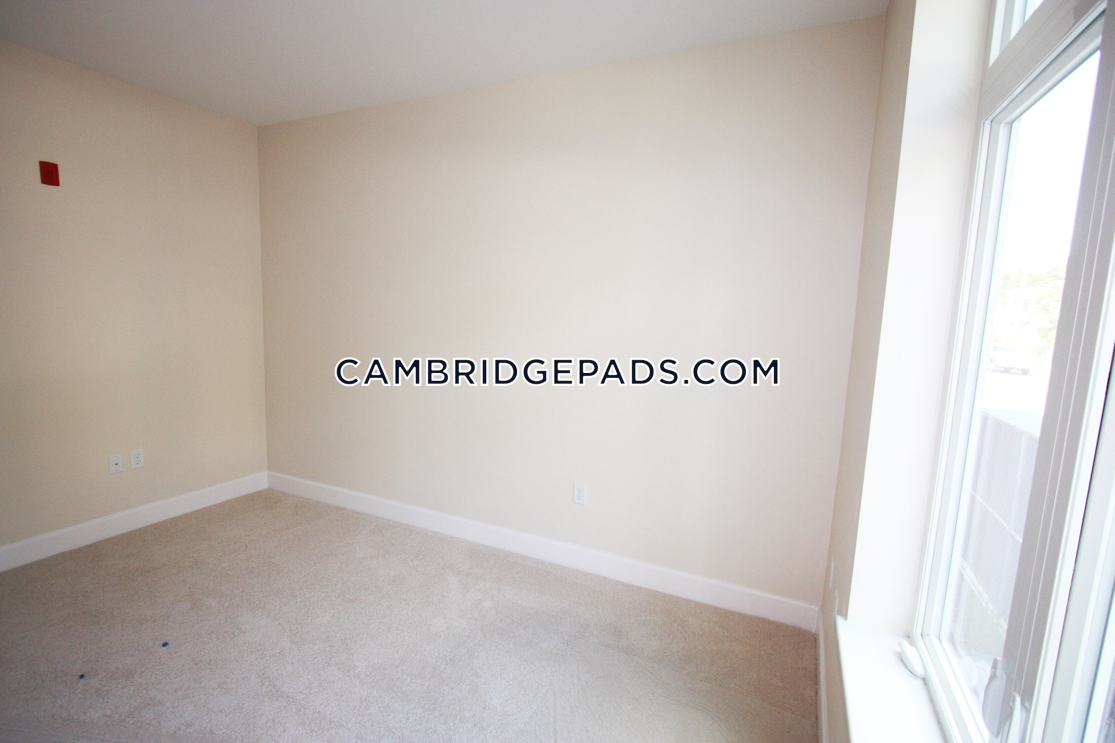 CAMBRIDGE - DAVIS SQUARE - $4,000