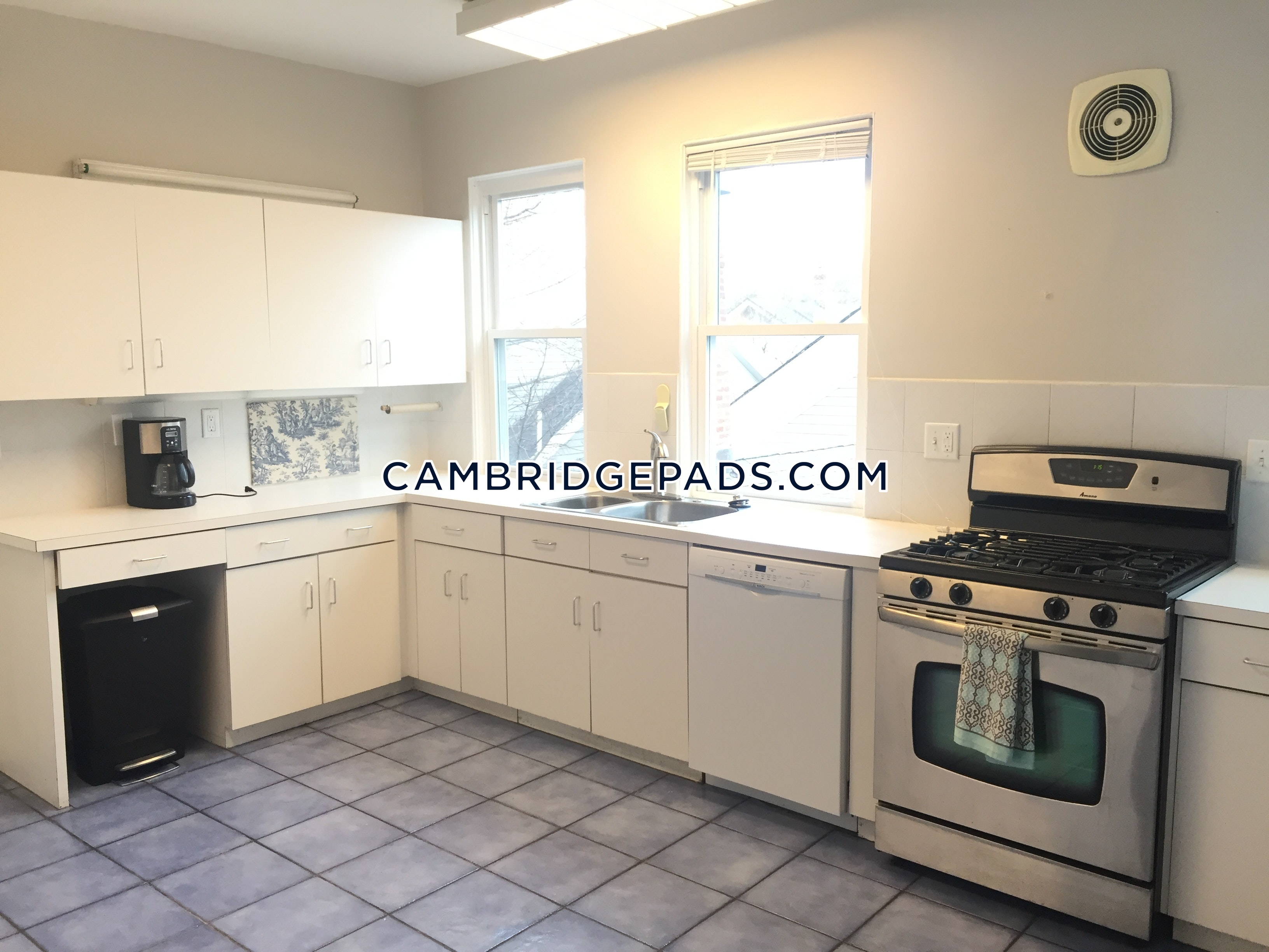 CAMBRIDGE - HARVARD SQUARE - $9,800