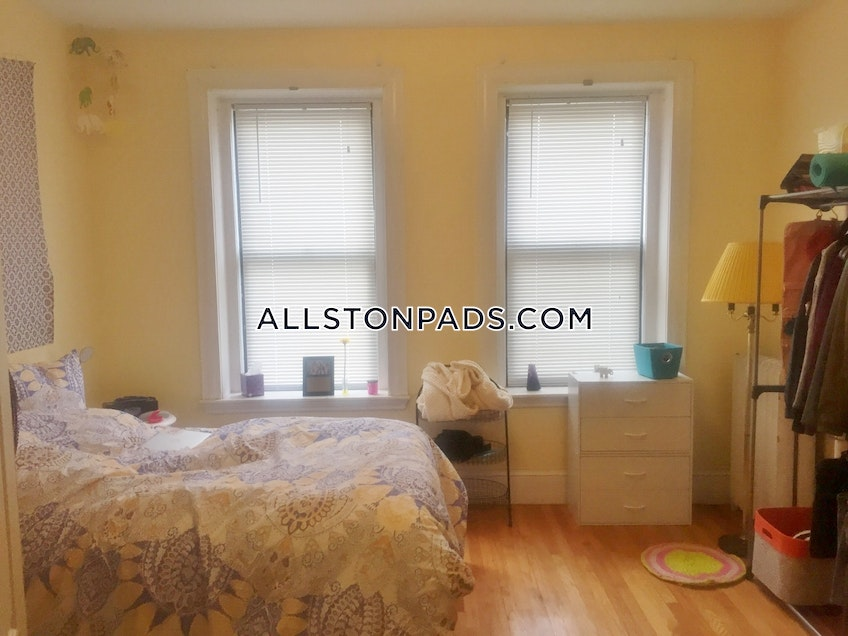 Boston - $2,900 /month