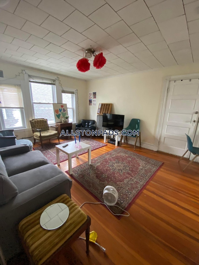 BOSTON - ALLSTON - 3 Beds, 1 Baths