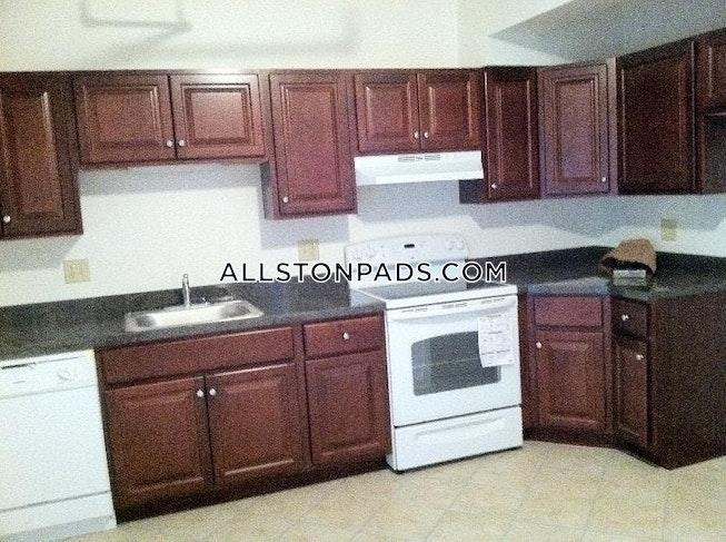 BOSTON - ALLSTON/BRIGHTON BORDER - $2,700 /mo