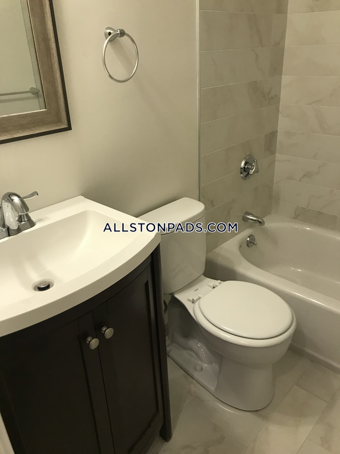 Boston - 5 Beds, 3 Baths