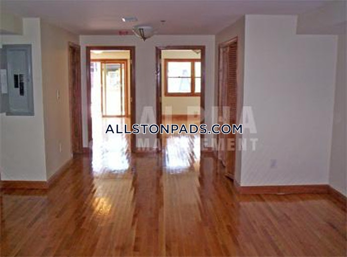 Boston - 4 Beds, 2 Baths