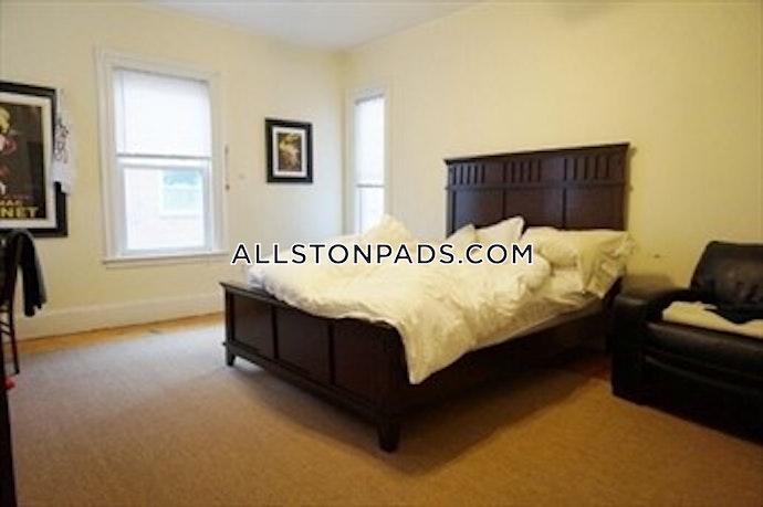 Boston - 14 Beds, 4 Baths
