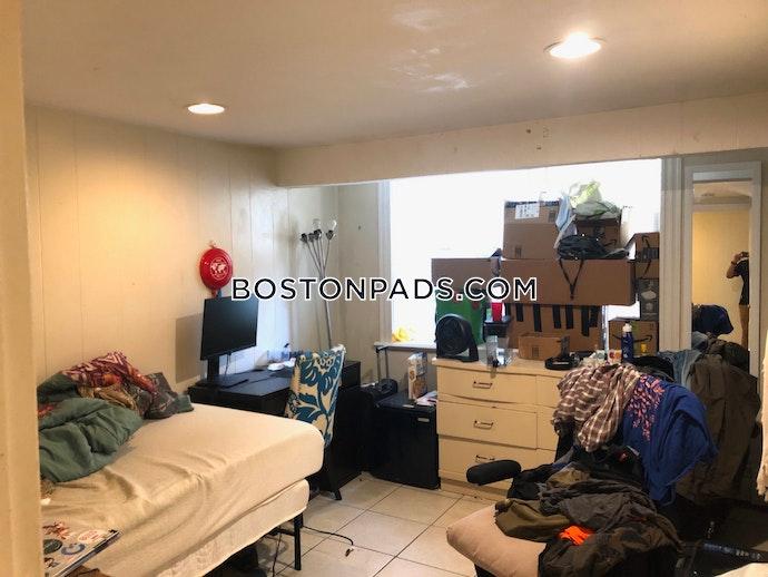 BOSTON - ALLSTON/BRIGHTON BORDER - 3 Beds, 1 Baths