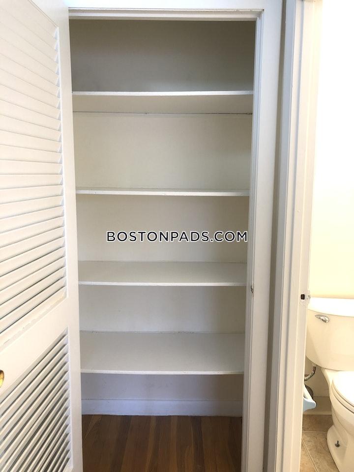 Boston, Dustin St.