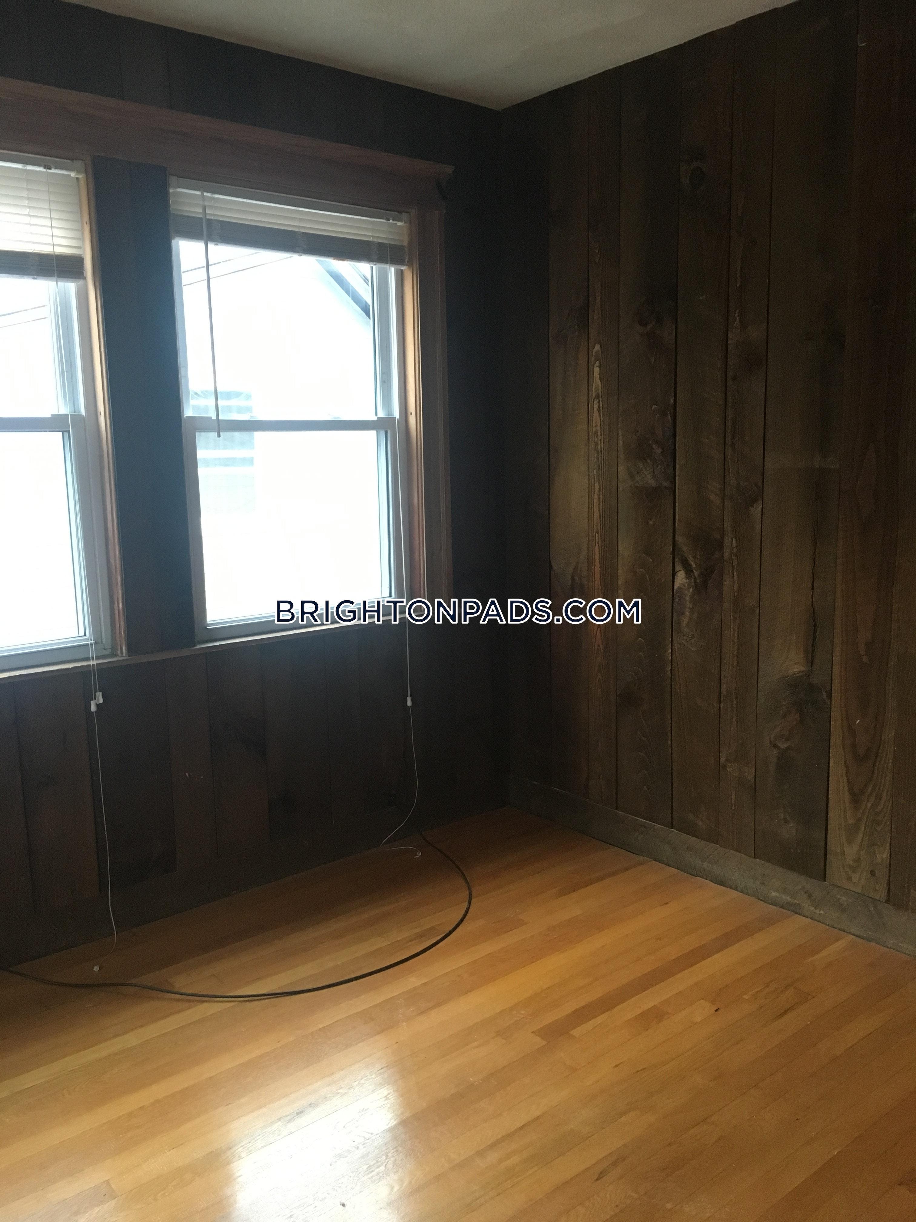 BOSTON - BRIGHTON - BOSTON COLLEGE - $3,600