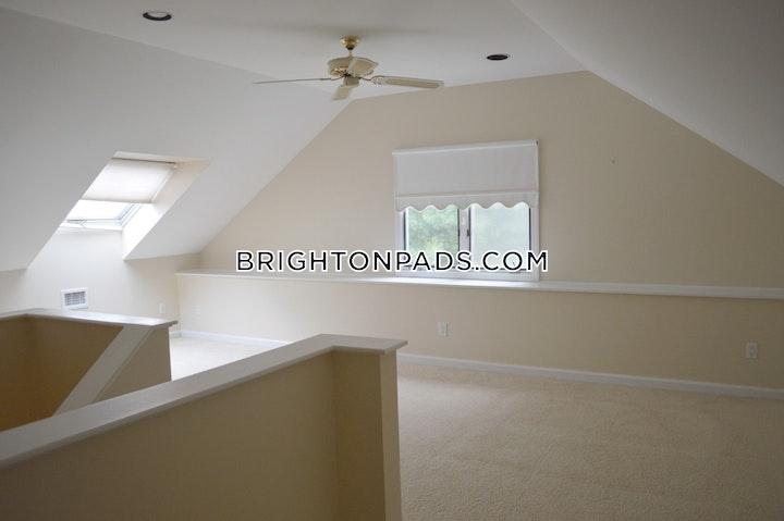 Undine Rd. BOSTON - BRIGHTON - BOSTON COLLEGE picture 4