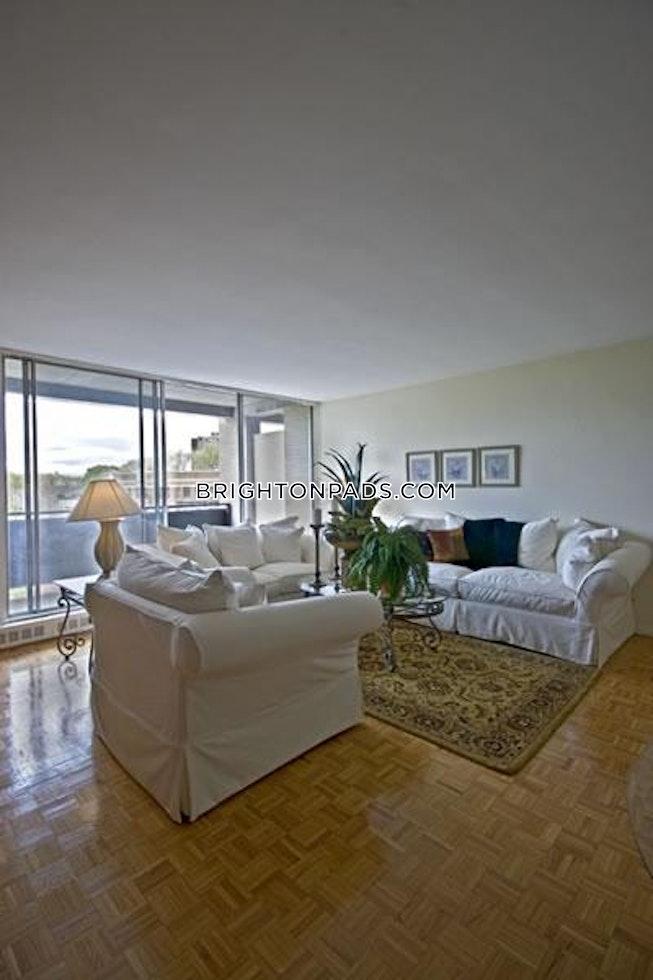 BOSTON - BRIGHTON - CLEVELAND CIRCLE - $2,100 /mo