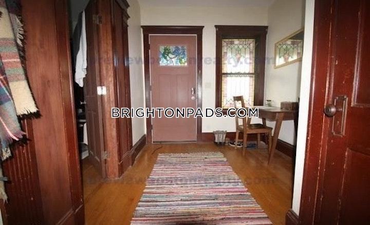 Mapleton St. BOSTON - BRIGHTON - OAK SQUARE picture 7