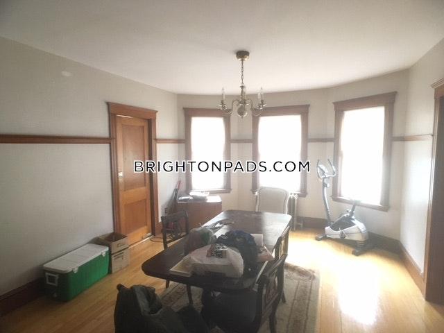 4-beds-2-baths-boston-brighton-oak-square-3600-61434