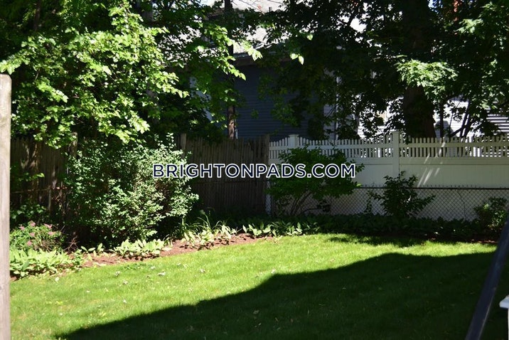 Bentley St. BOSTON - BRIGHTON - OAK SQUARE