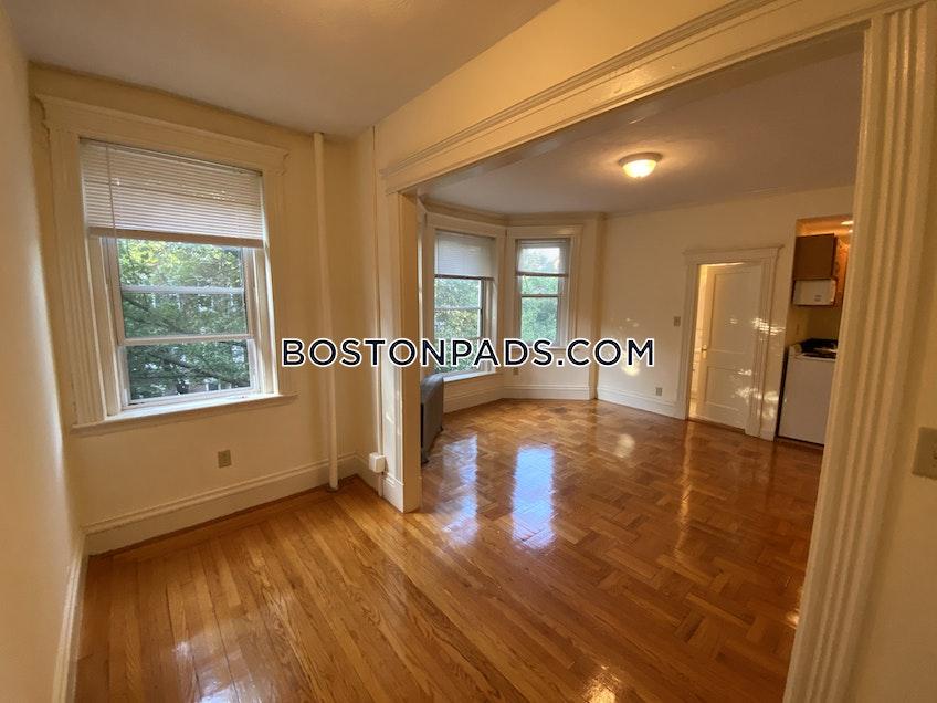 Boston - $1,975 /month