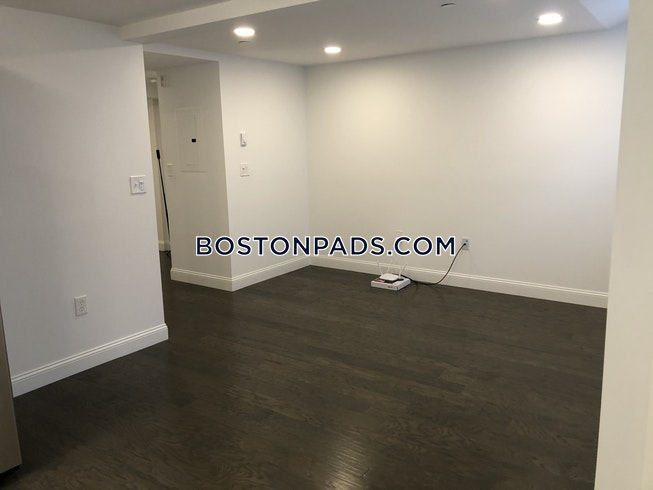 Boston - $2,425 /mo
