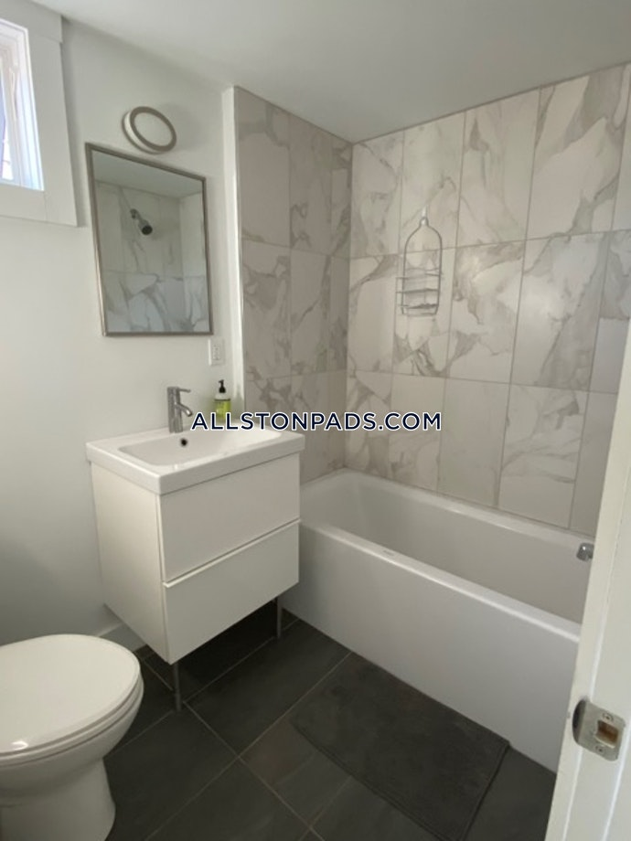 Boston - 4 Beds, 3 Baths