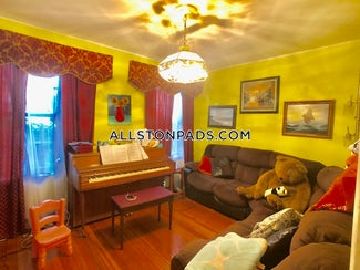 lower-allston-apartment-for-rent-3-bedrooms-15-baths-boston-2400-522499