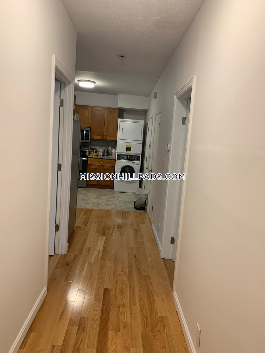 Boston - $2,600 /month