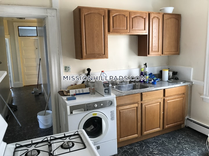 mission-hill-apartment-for-rent-4-bedrooms-15-baths-boston-4000-483611