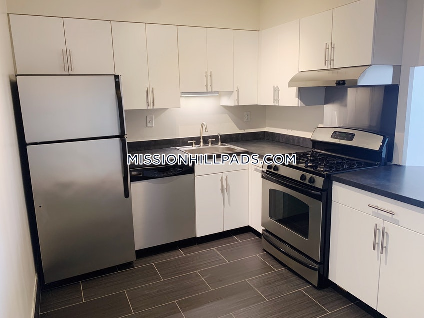 Boston - $2,885 /month