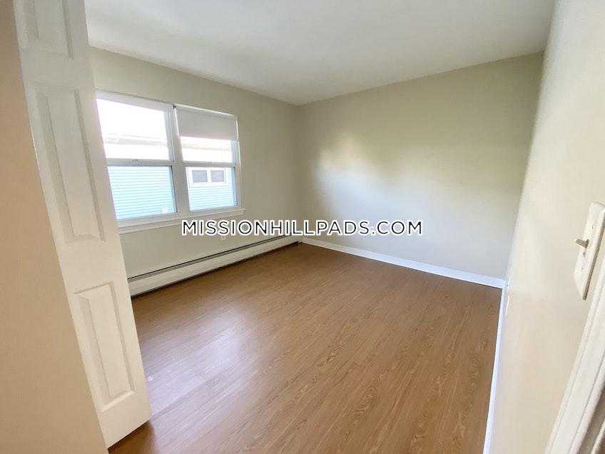 Boston - $3,890 /month