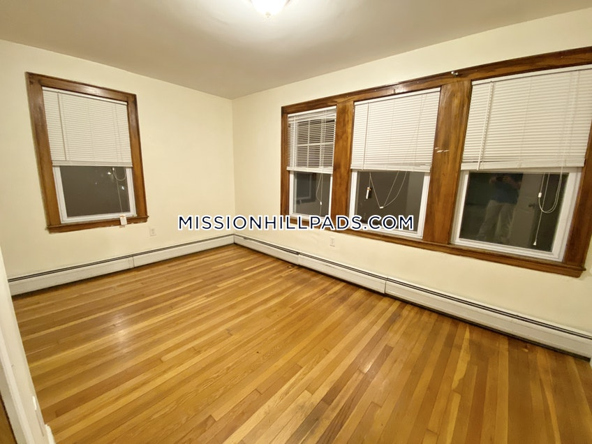 Boston - $4,500 /month