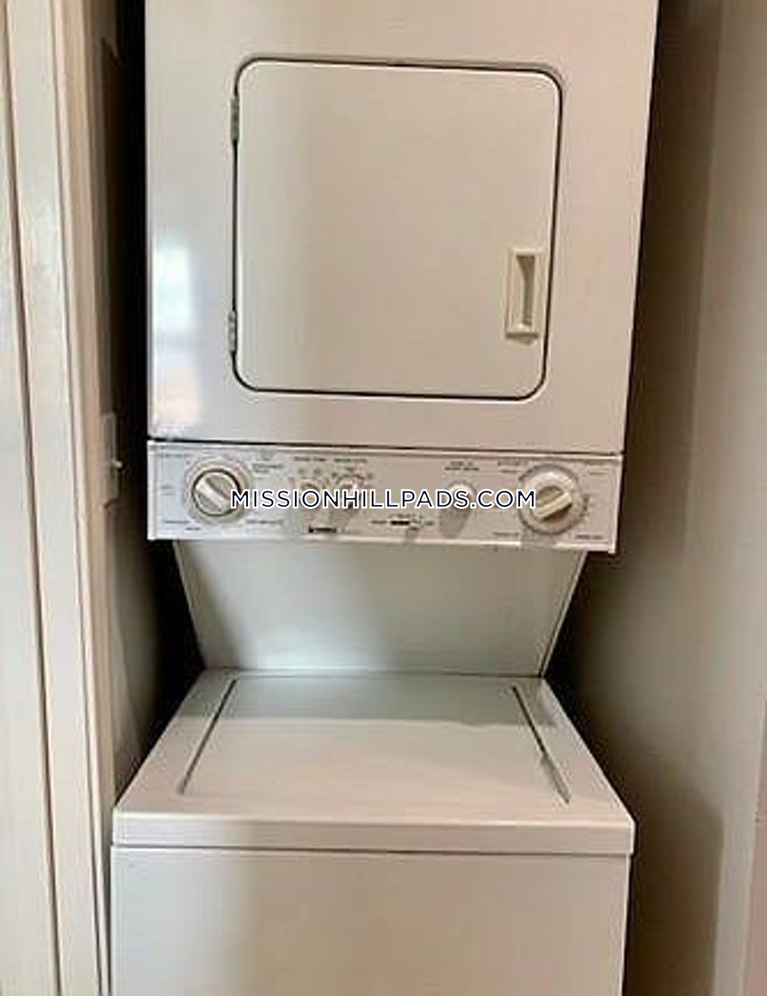 Boston - $1,800 /month