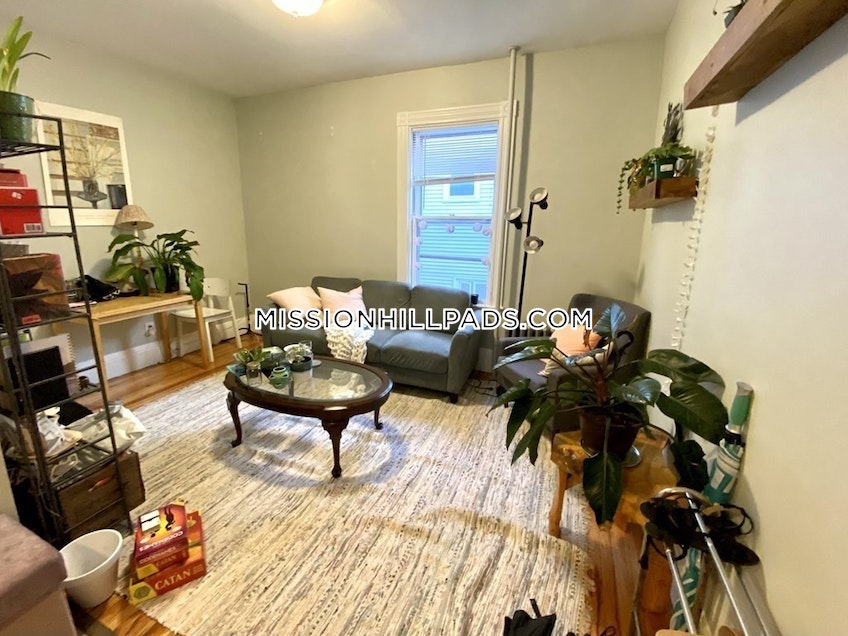 Boston - $4,400 /month