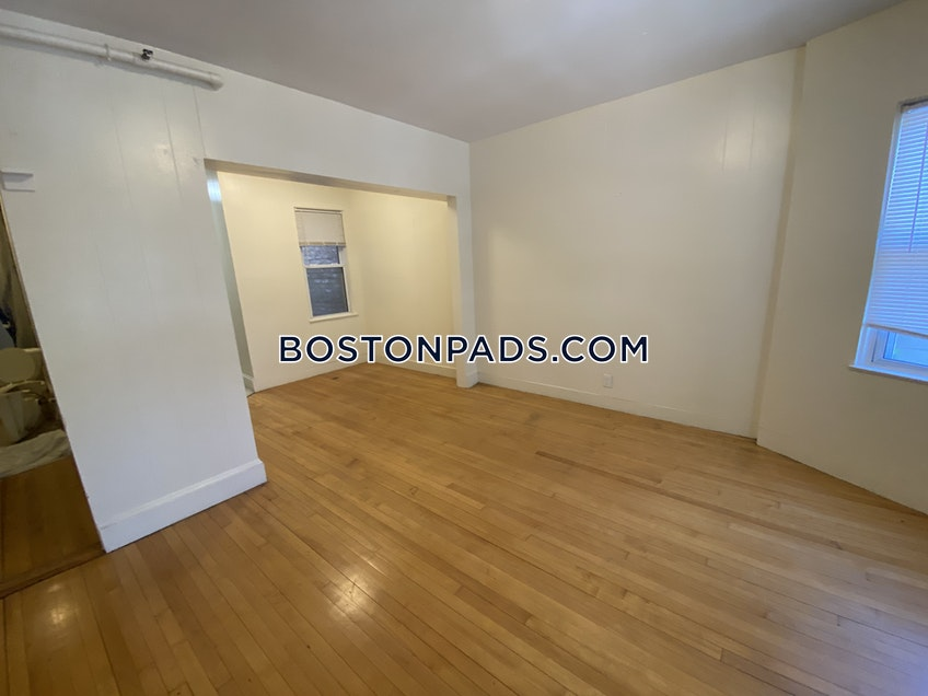 Boston - $2,300 /month