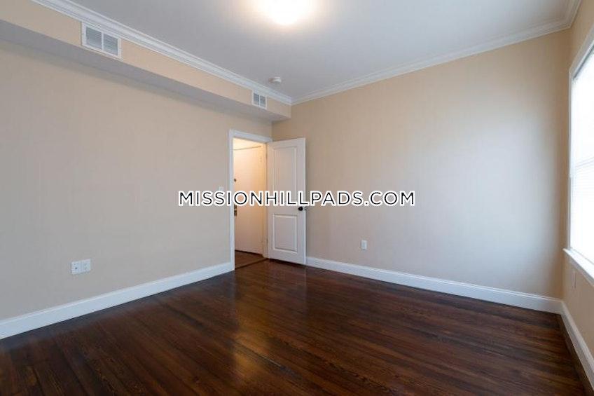 BOSTON - ROXBURY - $2,795 /month