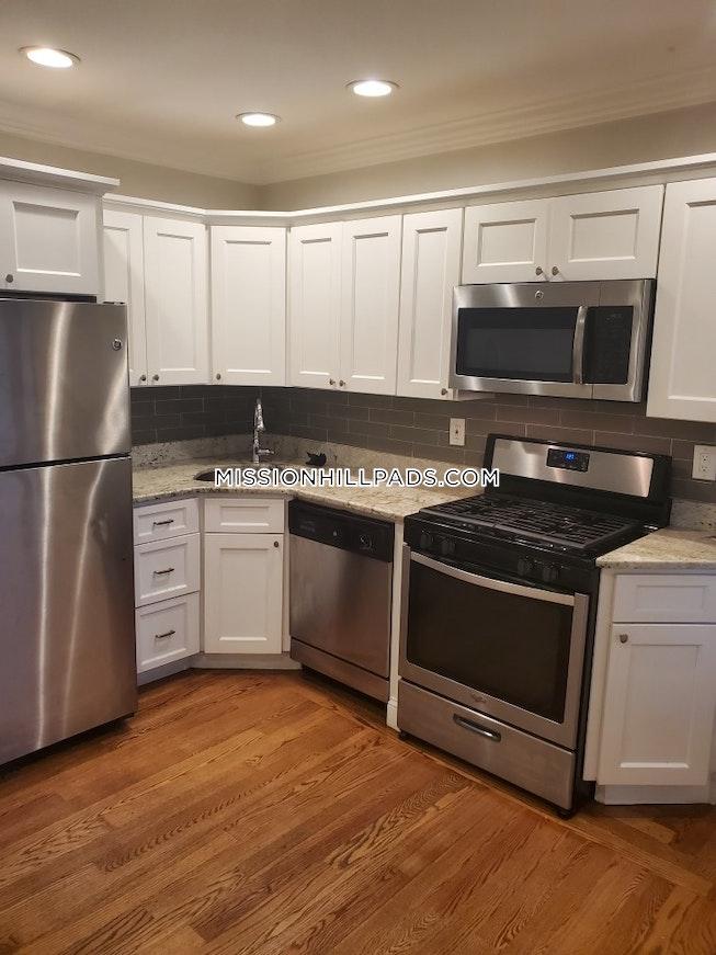 BOSTON - ROXBURY - $2,395 /mo